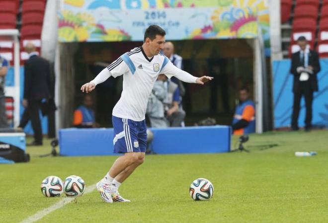 Messi treina no Beira-Rio | EFE / Armando Babani
