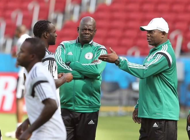 Técnico Stephen Keshi (de boné) confia em um bom resultado da Nigéria diante da Argentina | EFE