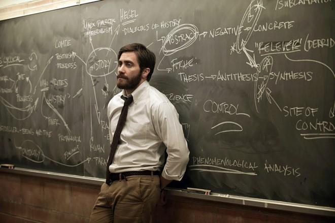 Jake Gyllenhaal vive o angustiado e introspectivo professor de História Adam | Divulgação