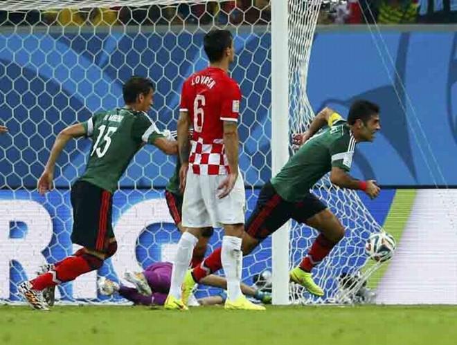 O experiente zagueiro Rafa Márquez abriu o placar para os mexicanos | Eddie Keogh/Reuters