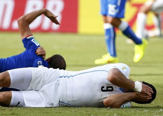Chiellini ganhou marcas, Suárez pode ser suspenso, mas norueguês ganhou dinheiro com a mordida do uruguaio | Reuters
