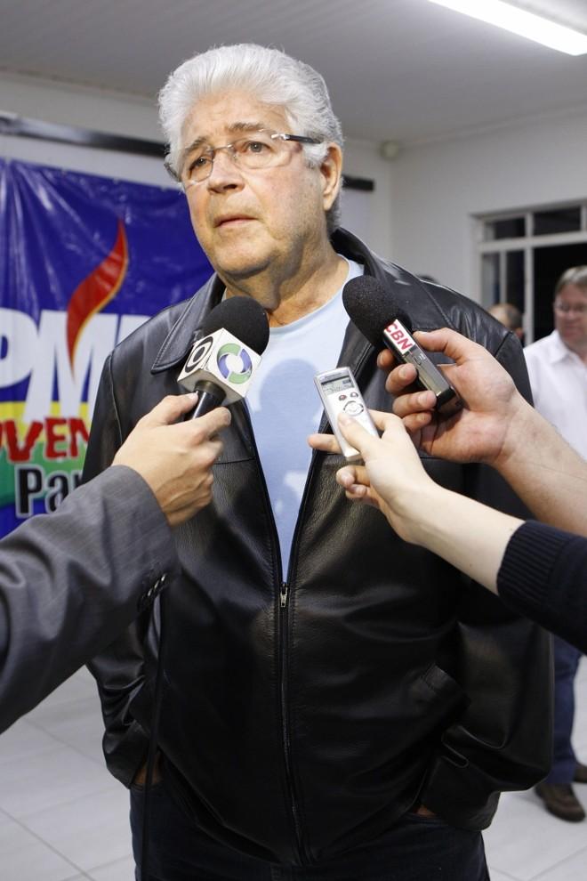 Requião: candidatura própria do senador era rejeitada pela maioria dos deputados estaduais por acharem que o PMDB deve eleger menos parlamentares sem estar coligado ao PSDB | Hugo Harada/ Gazeta do Povo
