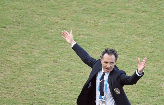 O técnico da Itália, Cesare Prandelli, diz que o planejamento da seleção não funcionou | EFE / Vassil Donev