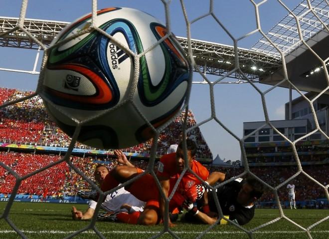 Holandeses tiveram menor posse de bola, mas foram mais eficientes no quesito balançar as redes | Ivan Alvarado/ Reuters