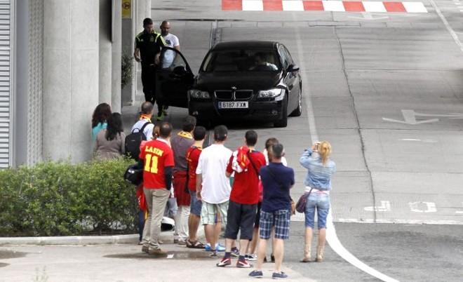 Sérgio Ramos no desembarque em Madri: delegação levou susto com avião | EFE