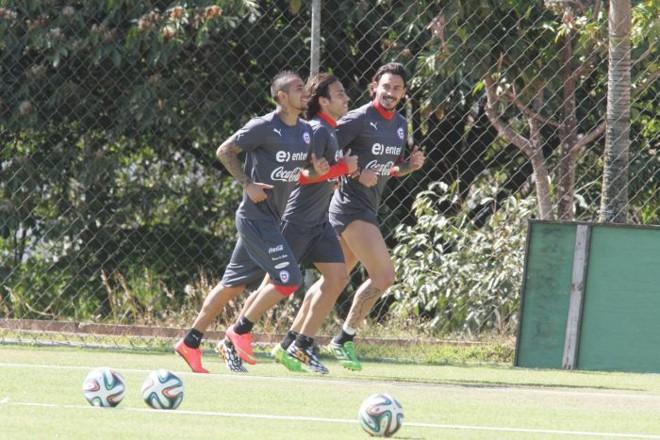 Vidal, Valdívia e Pinilla no treino do Chile: sul-americanos preocupam Felipão | EFE