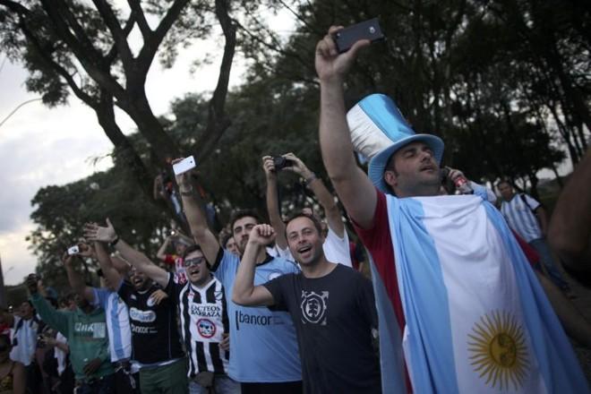 Política econômica desastrosa complica a vida de torcedores argentinos | Reuters
