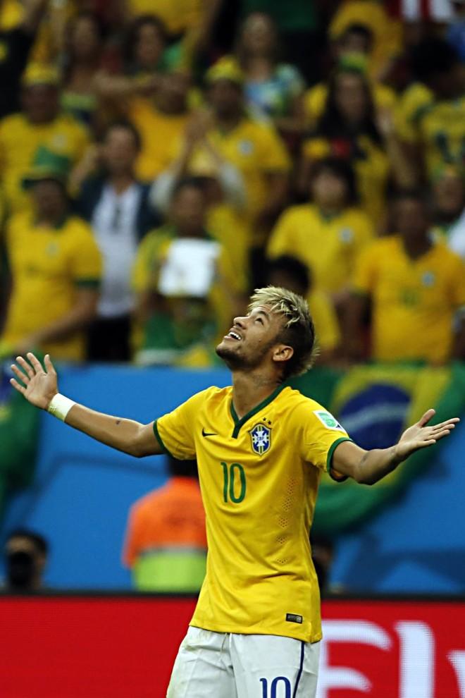 Com os dois gols de ontem, Neymar se isolou na artilharia da Copa | Albari Rosa