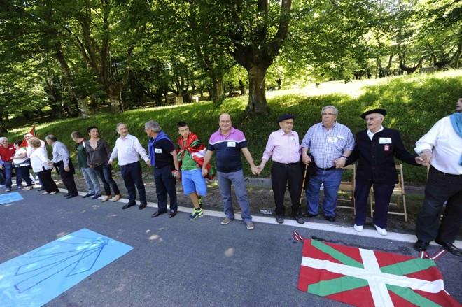 Bascos deram as mãos em um pedido pela independência da região | Reuters/Vincent West