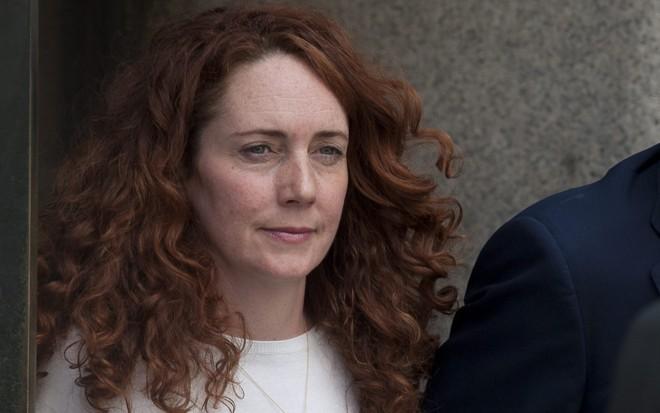 Rebekah Brooks deixa a corte em Londres após ser absolvida | EFE/Will Oliver