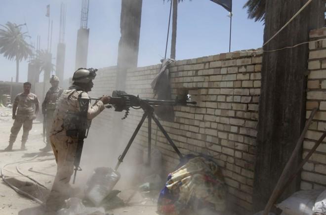 Soldados iraquianos atacam rebeldes: governo teme que as redes sociais deem mais força aos radicais sunitas | REUTERS/Ahmed Saad