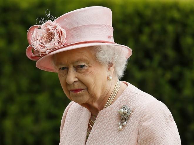 A rainha da Inglaterra é vista após a visita à prisão   Reuters/Phil Noble