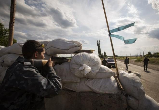 Separatistas pró-Rússia montam barricadas na região de  Luhansk | REUTERS/Shamil Zhumatov