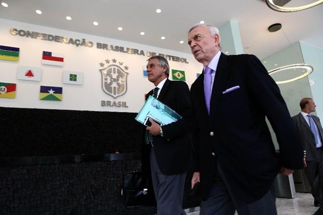 Vilson Ribeiro de Andrade, presidente do Coritiba e líder dos clubes, chega à reunião com o presidente José Maria Marín, da CBF | Wilton Junior/ Estadão