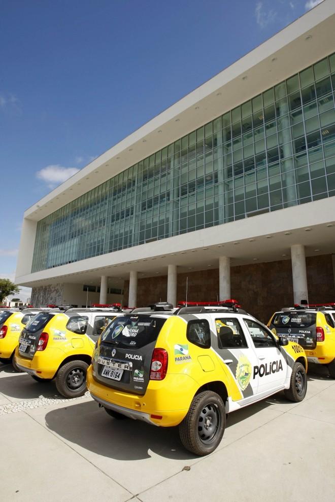 Viaturas policiais em frente do Palácio Iguaçu: estado busca empréstimo do BID para o Programa Paraná Seguro | Antônio More/ Gazeta do Povo