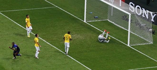 Gol de Wijnaldum, da Holanda, foi o 14.º que o Brasil tomou na Copa. Apenas quatro seleções tomaram mais gols em uma mesma Copa do Mundo na história | Reuters