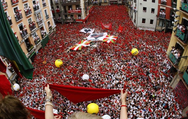 Tesoro rasguño Papá  Começa em Pamplona nove dias de festa, touros e multidões. Veja fotos
