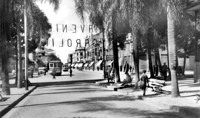 Retrato da Avenida João Pessoa, feito desde a Praça Osório, em 1935. Temos ainda a presença dos bondes elétricos, que foram retirados daquela via em 1939 | Acervo Cid Destefani