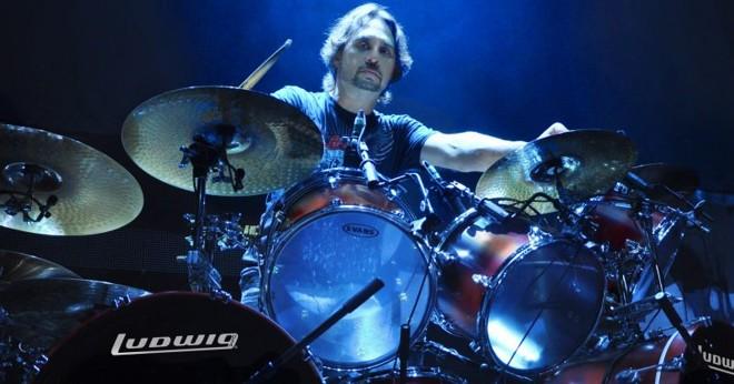 Lombardo é um dos bateristas mais influentes do metal | Foto: Divulgação