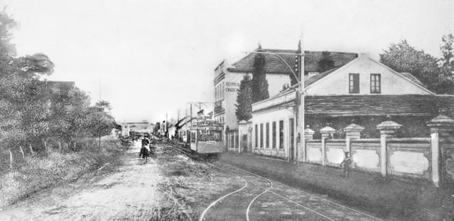 Rua do Batel em 1913. Hoje, avenida de grande movimento. Daí só resta o velho prédio da Cervejaria Cruzeiro, onde existiu uma churrascaria | Acervo Cid Destefani