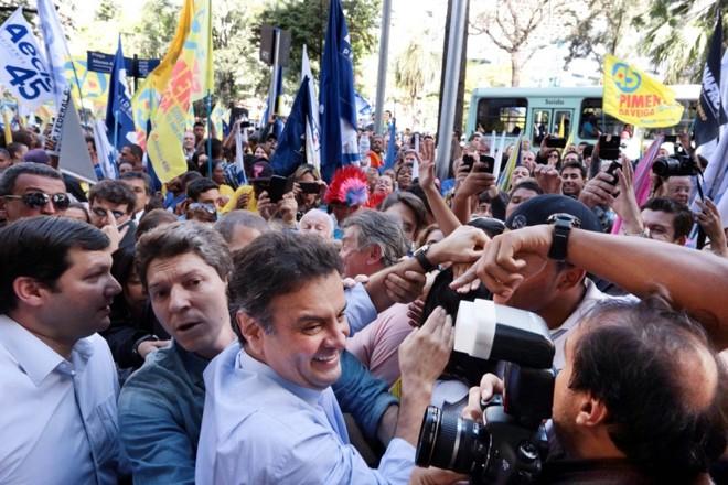 Aécio em campanha: mea culpa sobre aeroporto da cidade de Cláudio é tentativa de encerrar o caso   Orlando Brito/Coligação Muda Brasil