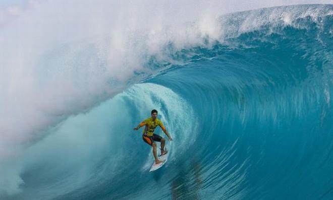 Gabriel Medina derrotou o americano Kelly Slater na decisão da etapa do Taiti do Circuito Mundial de Surfe   Kirstin / ASP