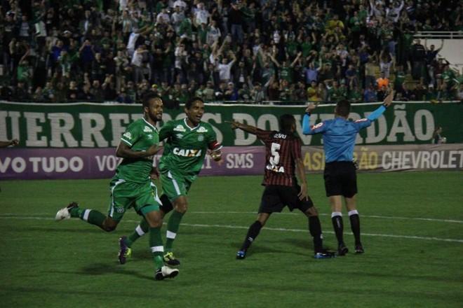 Bruno Silva comemora o gol da Chapecoense contra o Atlético | Rodrigo Goulart / Diário do Iguaçu