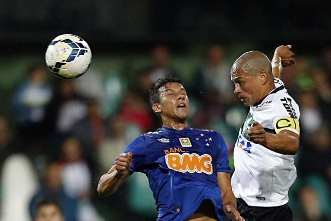 Alex saiu com derrota no último encontro que teve com o Cruzeiro na carreira   Albari Rosa / Gazeta do Povo