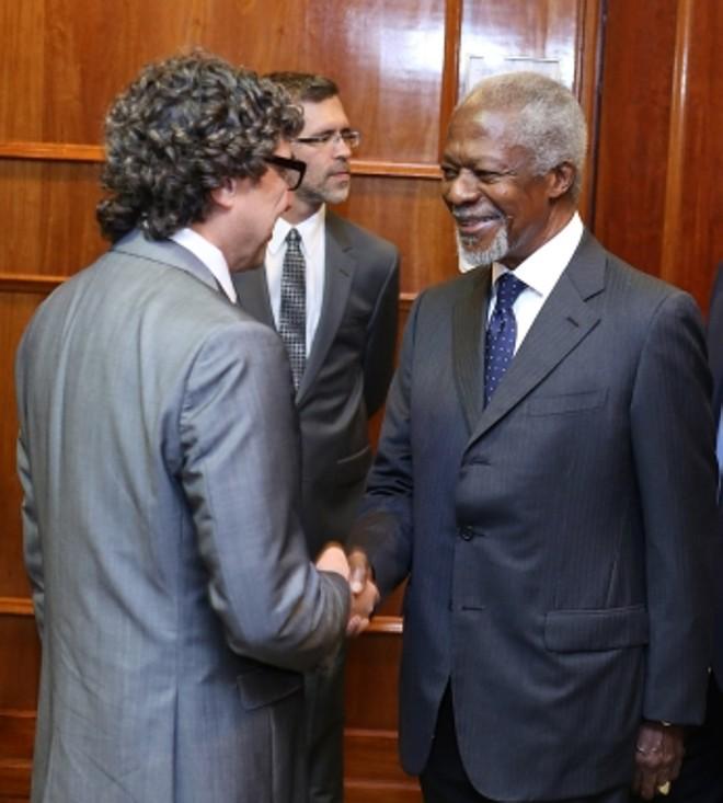 Loureiro recepciona Annan no coquetel privado antes do início da cerimônia |