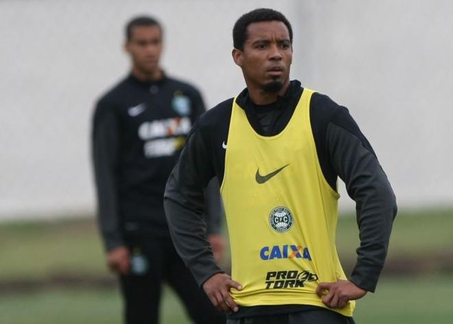 Rosinei desfalcará o Coxa contra o Inter | Aniele Nascimento / Gazeta do Povo