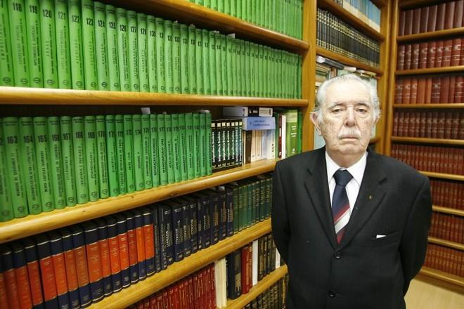 O advogado Mauro Nóbrega Pereira faleceu aos 86 anos nesta quinta-feira (25), vítima de problemas cardíacos e pulmonares   Marco André Lima/Agência de Notícias Gazeta do Povo