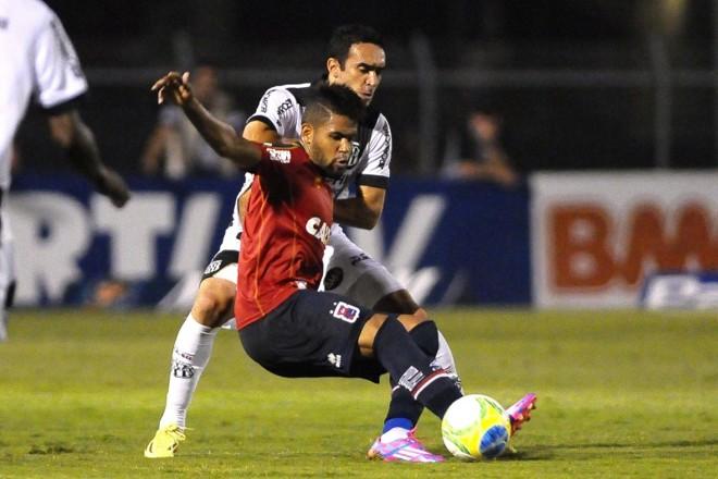 Arthur marcou o primeiro gol do Paraná no empate com a Ponte Preta por 2 a 2 | Rodrigo Villalba / Futurapress / Folhapress