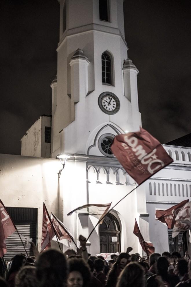 Festa pela reeleição da presidente ocorreu em vários pontos do Centro da capital paranaense |