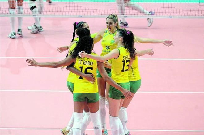 Brasileiras comemoram mais uma vitória no Mundial de Vôlei: hoje é dia de semifinal | Divulgação/ FIVB