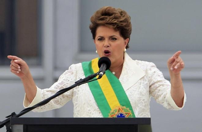 Dilma Rousseff discursa em janeiro de 2011 após ser empossada presidente da República  