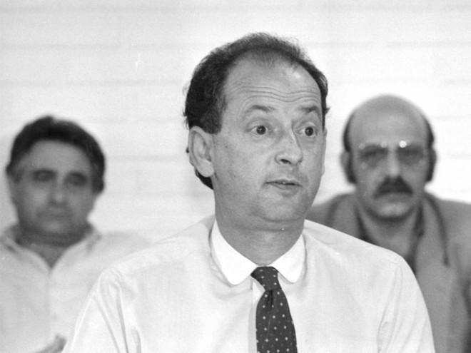 Presidente Baynard Osna em entrevista coletiva em 1989 para explicar por que o Coritiba não enfrentou o Santos em Juiz de Fora | Arquivo Gazeta do Povo