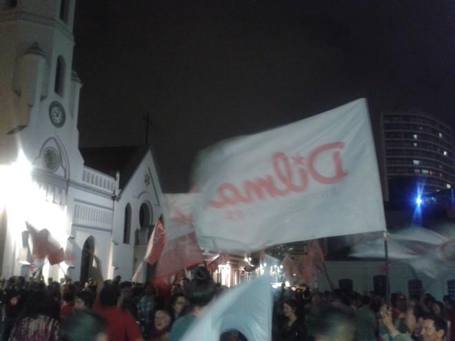Eleitores comemoram vitória de Dilma Rousseff. |