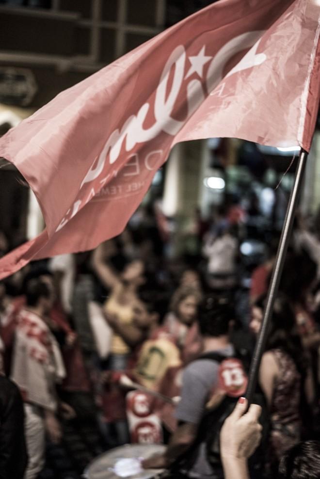 Bandeiras vermelhas deram o tom da comemoração |