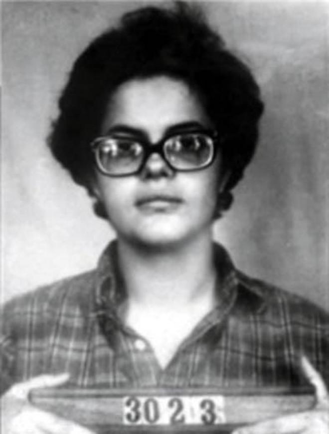 A jovem Dilma Rousseff quando foi fichada como criminosa durante a ditadura militar  