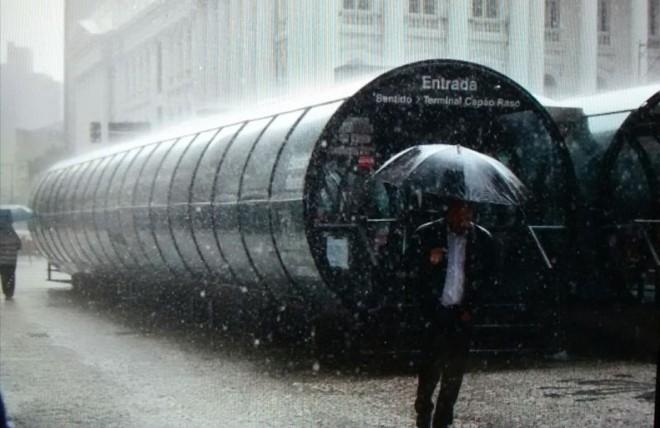 Chuva em Curitiba causa lentidão no trânsito, principalmente na Alameda Doutor Carlos de Carvalho | Agência de Notícias Gazeta do Povo