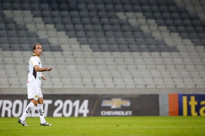 Paulo Baier realizou o sonho de jogar na nova Arena... sem torcida e com a camisa do Criciúma. | Brunno Covello/ Gazeta do Povo
