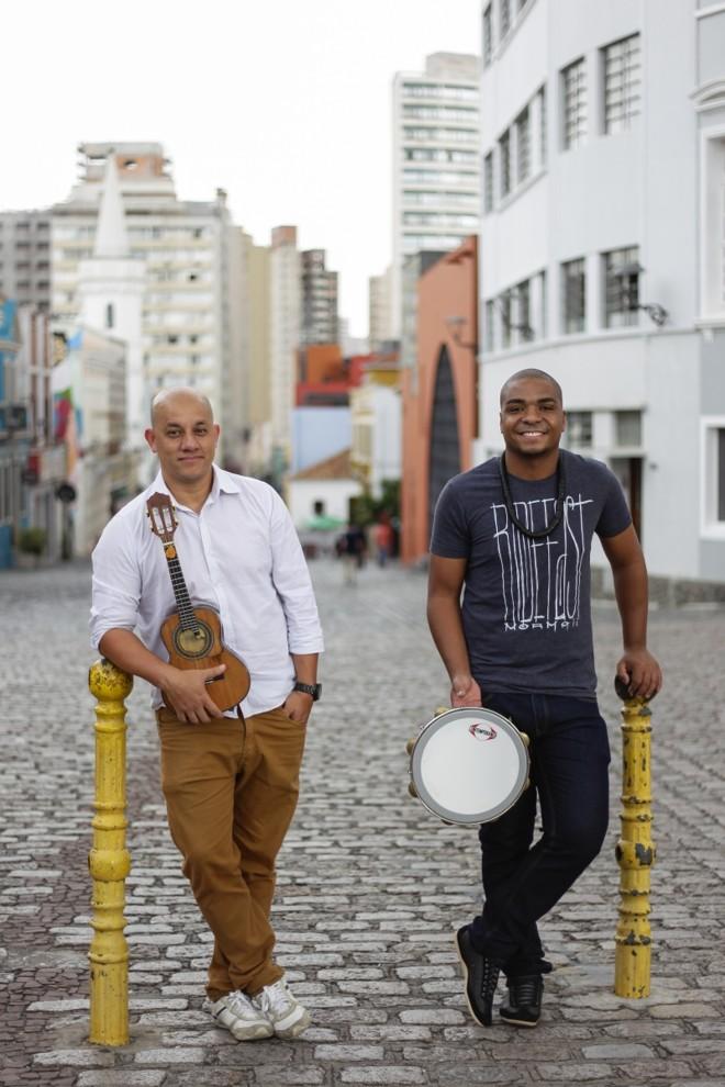 Alex Souza (esquerda) e o amigo Panela:homenagem a Alex | Daniel Castellano/Gazeta do Povo