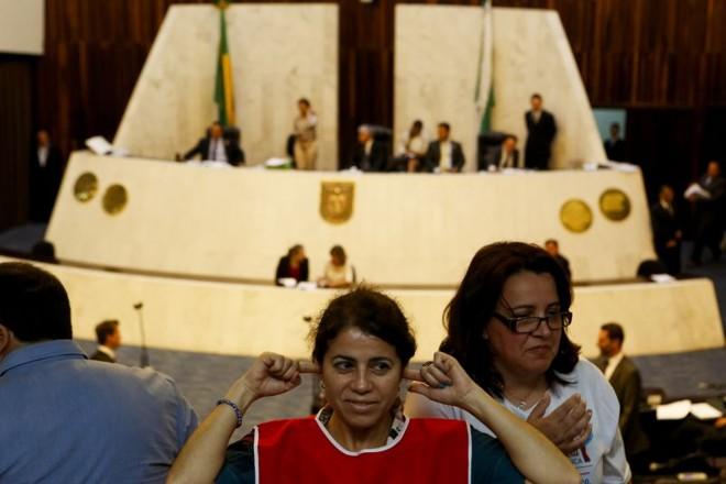 Manifestantes pressionam e sessão que vota tarifaço na Assembleia Legislativa foi suspensa 15 minutos |