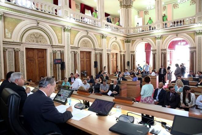 A Câmara de Curitiba aprovou nessa terça-feira o aumento do IPTU e do ITBI para 2015 | Andressa Katriny / CMC / Divulgação