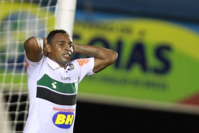 Atacante Obina marcou 20 gols em 2014 | Carlos Costa / Futura Press