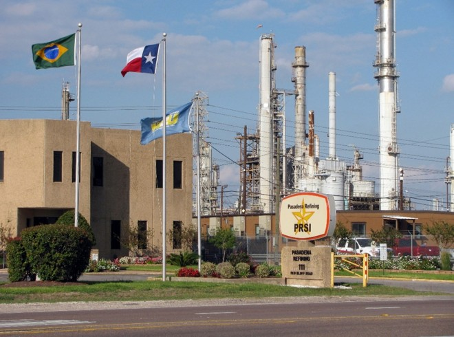 A refinaria de Pasadena:Dilma presidia o Conselho da Petrobras quando negócio foi feito | Dave Fehling/StateImpact Texas