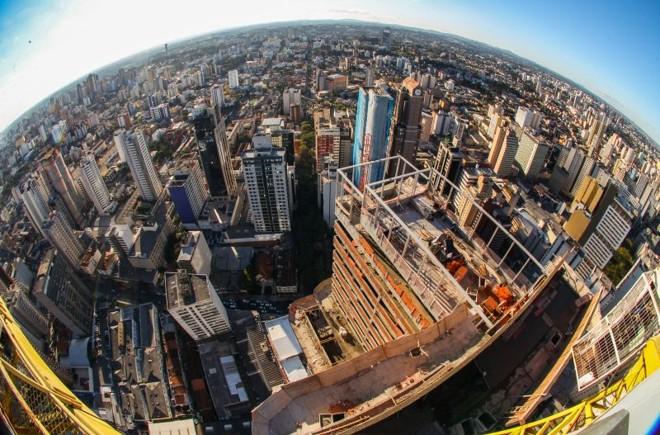 Imóveis acima de R$ 300 mil pagam a alíquota máxima do ITBI , que foi reajustada para 2,7% | Daniel Castellano / Gazeta do Povo