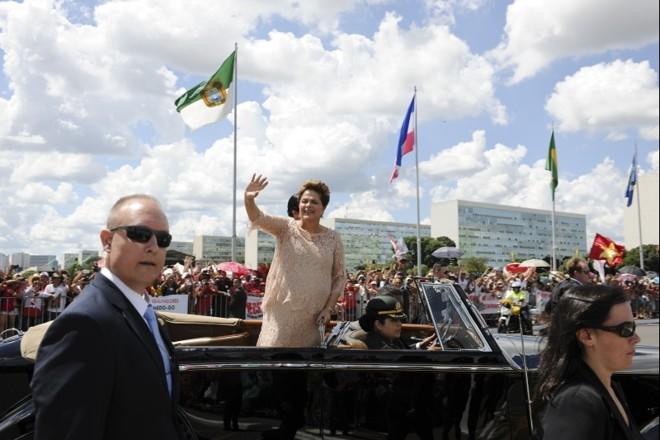 Dilma desfila na Esplanada durante a posse, na quinta-feira passada: passada a festa, série de problemas para a presidente | Rodrigo Viana/Agência Senado