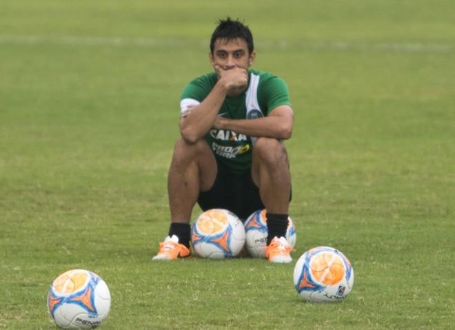 Robinho aguarda o desfecho da negociação entre Palmeiras e Coritiba para saber qual alviverde defenderá em 2015. | Henry Milléo/Gazeta do Povo