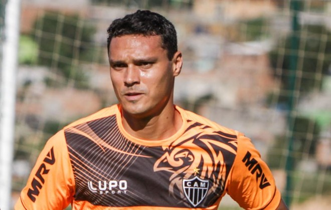 Hoje no Galo, o zagueiro Emerson, que participou do recorde de vitórias do Coxa em 2011, esteve na mira do clube para voltar nesta temporada. | Bruno Cantini/Atlético-MG